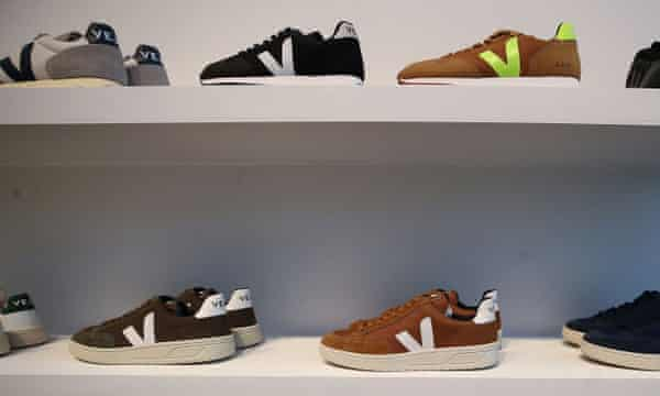 Sneakers on two shelves, made of organic and vegan fabric.