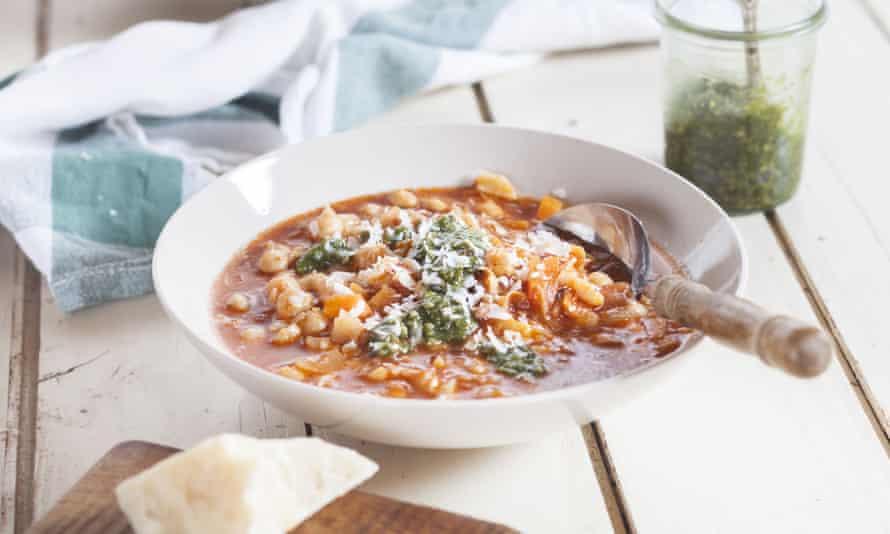 Zuppa di ceci (chickpeas soup) topped with pesto.