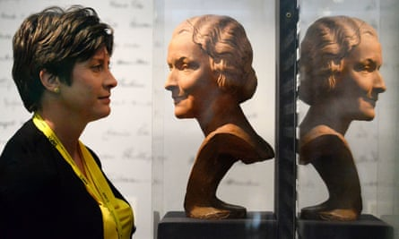 Alison Thewliss MP views a bust of Nancy Astor at the exhibition