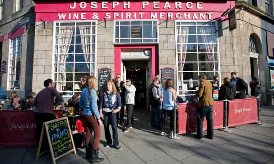 Drinkers outside the Joseph Pearce pub, Edinburgh