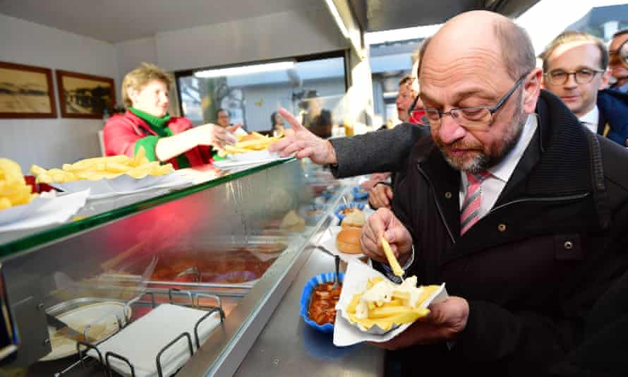 Chips and sausages fortify Martin Schulz on the campaign trail in Saarland.