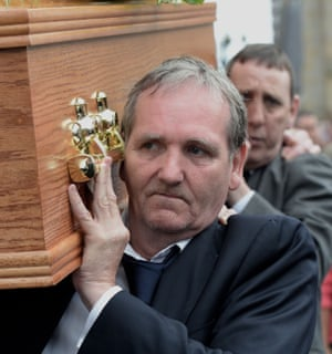 Paddy Armstrong carries the coffin of Gerry Conlon, another member of the so-called Guildford Four.