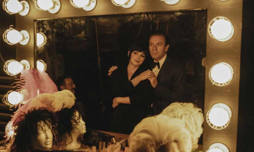 Krysta Rodriguez and Ewan McGregor as Liza Minnelli and Halston.
