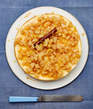 Ricotta cheesecake with pears in caramel