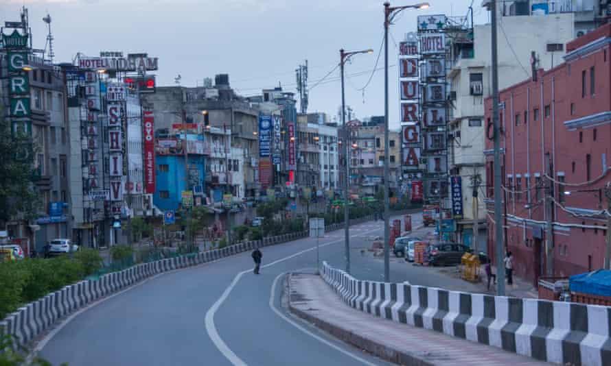 A deserted street in Delhi