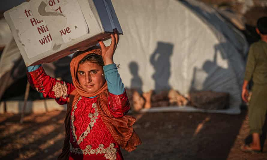 Syrians refugees receive humanitarian aid in Idlib, 30 June