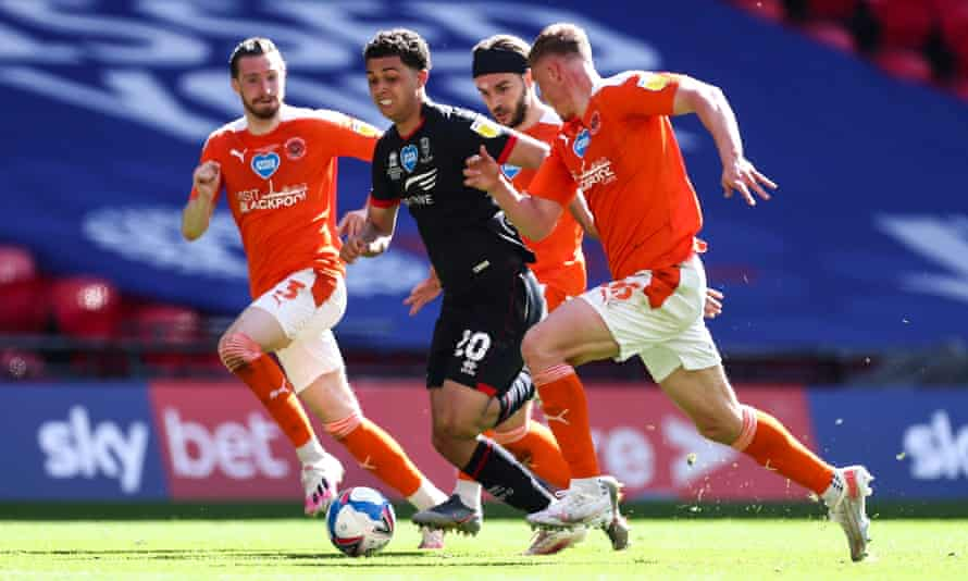 Brennan Johnson trying to escape a gaggle of Blackpool defenders with Lincoln