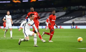 Giovani Lo Celso doubles Spurs' lead.