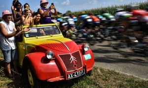 Young people in a Citroën 2CV at the Tour de France