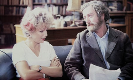 Julie Walters and Michael Caine in a scene from Educating Rita, 1983, directed by Lewis Gilbert.