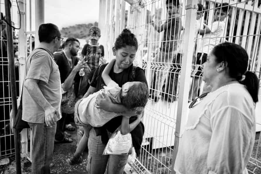 After travelling for days, about 1,000 members of the caravan set up in front of the gate at Mexican customs at the remote border between El Ceibo, in the department of Petén, and the Mexican state of Tabasco