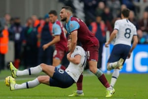 West Ham United's Robert Snodgrass throws Tottenham Hotspur's Harry Kane to the ground.