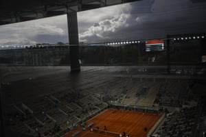 Rain briefly interrupted the fourth round match between Austria's Dominic Thiem and France's Hugo Gaston during the French Open at Roland Garros.
