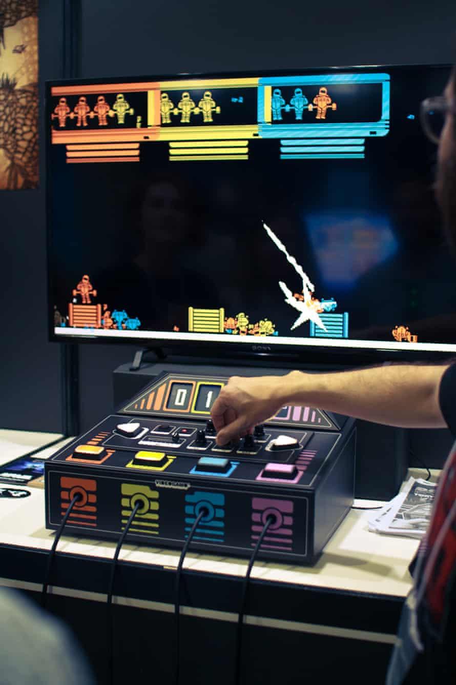 Dobotone -games console.