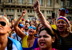 Thousands of Venezuelans living in Argentina call for the overthrow of Maduro on Wednesday.