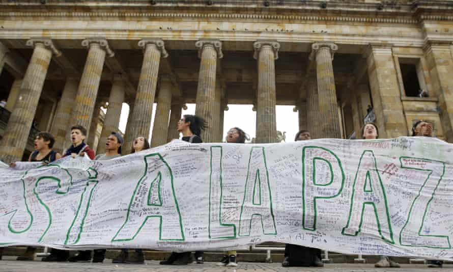 Supporters of the peace deal signed between the Colombian government and Farc rebels rally in front of Congress on Monday.