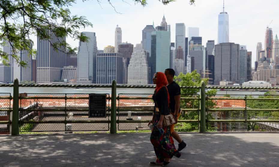 muslim couple manhattan skyline from brooklyn heights red head scarf hijab summer sunny freedom tower<br>EWFYPY muslim couple manhattan skyline from brooklyn heights red head scarf hijab summer sunny freedom tower