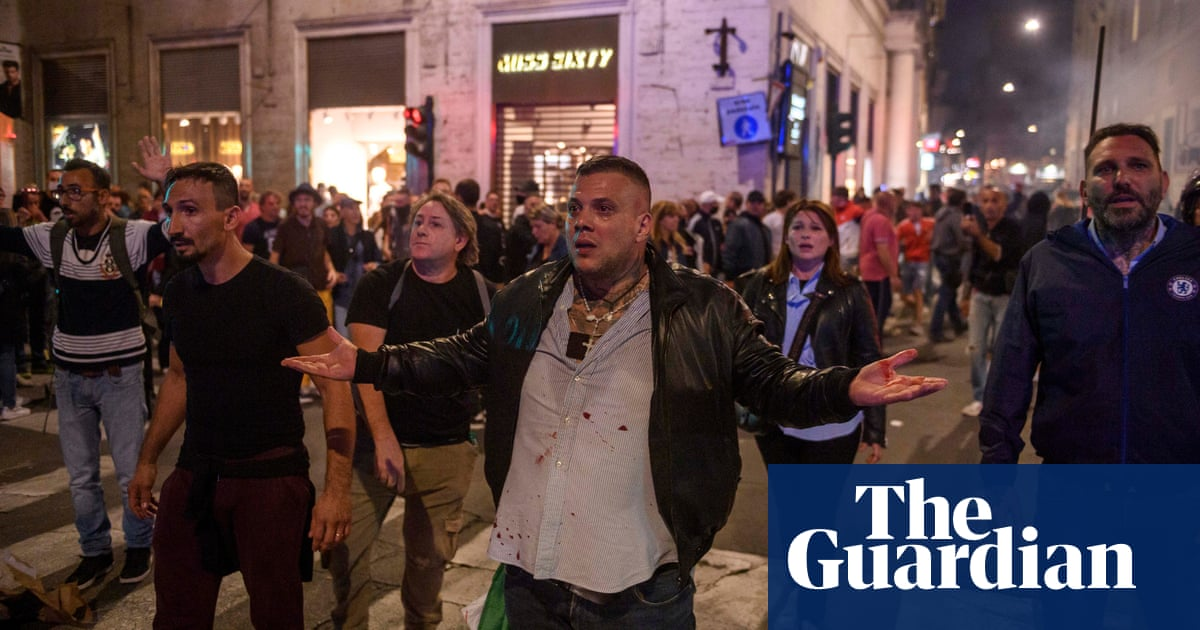 Calls to ban neofascist groups after violence at Rome Covid pass protests