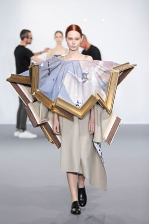 Viktor and Rolf Wearable Art haute couture collection, autumn–winter 2015–16