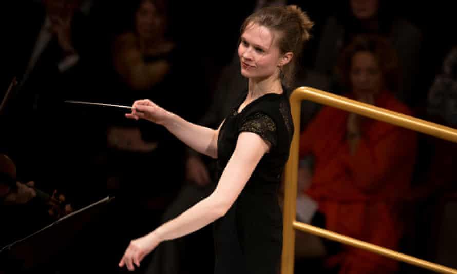 Mirga Gražinytė-Tyla conducting