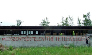 The Two-Tailed Dog party's graffiti image of someone spray-painting the longest Hungarian word(<em>megszentségteleníthetetlenségeskedéseitekért</em>) and running out of space.
