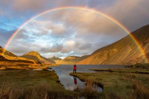 Finding Gold by Mark Gilligan, taken in Wast Water, Cumbria, which won the Great Britain #OMGB 'Home of Amazing Moments' award in the Take a View - Landscape Photographer of the Year Award
