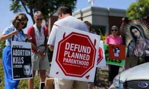 Planned Parenthood clinic in Vista, California, protests.
