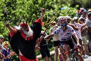 Julian Alaphilippe, wearing the best climber's polka dot jersey seizes the fork of 'El Diablo' aka Tour de France superfan Didi Senft.