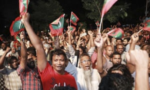 Maldivian opposition protesters demand the release of political prisoners in Malé