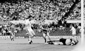 Peter Withe scores against Bayern Munich