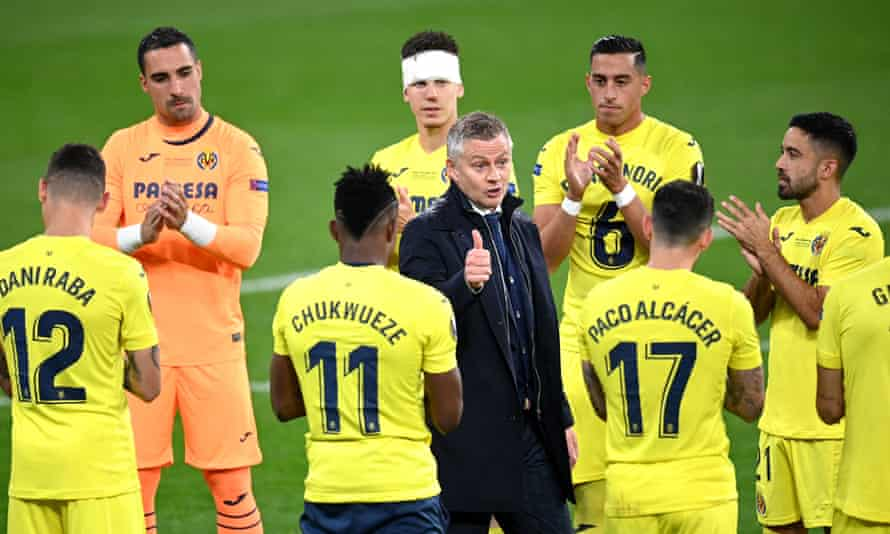 Ole Gunnar Solskjær congratulates Villarreal's players after their victory.