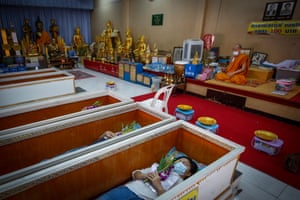 A Buddhist temple on the outskirts of Bangkok, officiates daily 'live funerals'