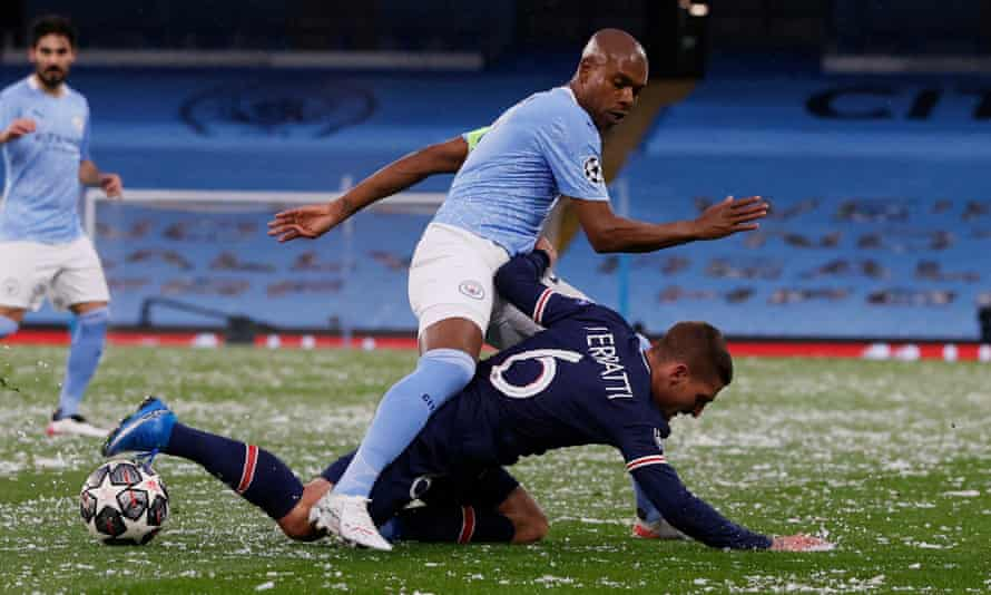 Fernandinho, here with Marco Verratti, showed his mastery at avoiding yellow cards for what appear to be bookable fouls.