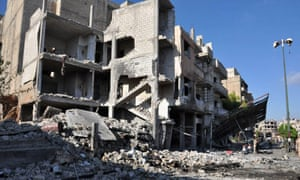 在旧城霍姆斯受损的建筑物。