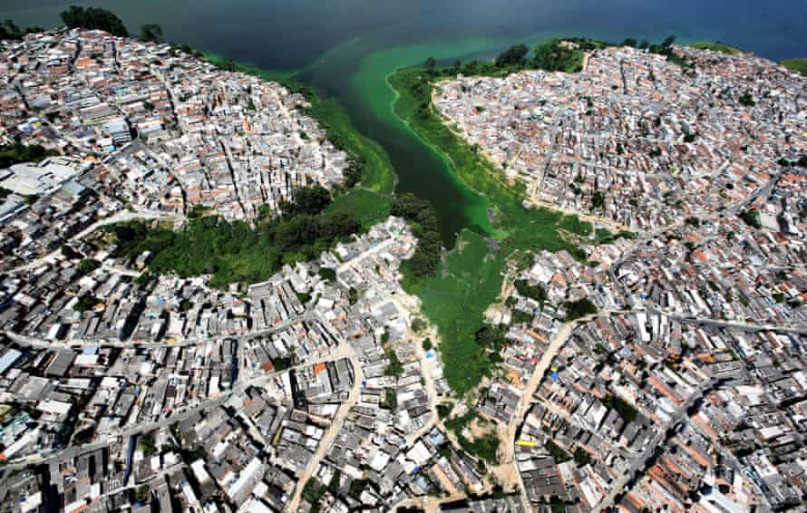 Illegally built housing on the edge of São Paulo's Billings reservoir. Is it currently too contaminated for use.