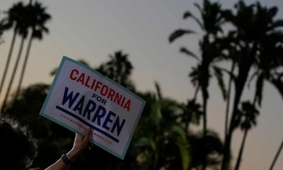 Supporters hold Elizabeth Warren holds a rally in San Diego, California, 3 October 2019.
