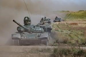 T-72B tanks