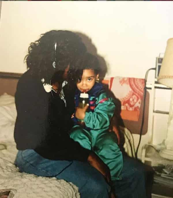 La Havas as a toddler with her mum.