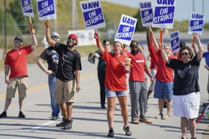 Bowling Green, USStriking plant workers cheer outside the General Motor assembly plant. More than 49,000 members of the United Auto Workers walked off General Motors factory floors or set up picket lines early Monday as contract talks with the company deteriorated into a strike
