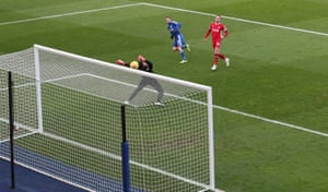 Jamie Vardy of Leicester City shot hits bar in first half.