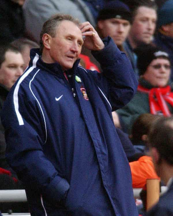 A bemused looking Howard Wilkinson watches as Sunderland ship three own goals against Charlton in 2003.