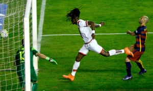 Rayo Vallecano's Manucho heads into the net to pull one back.