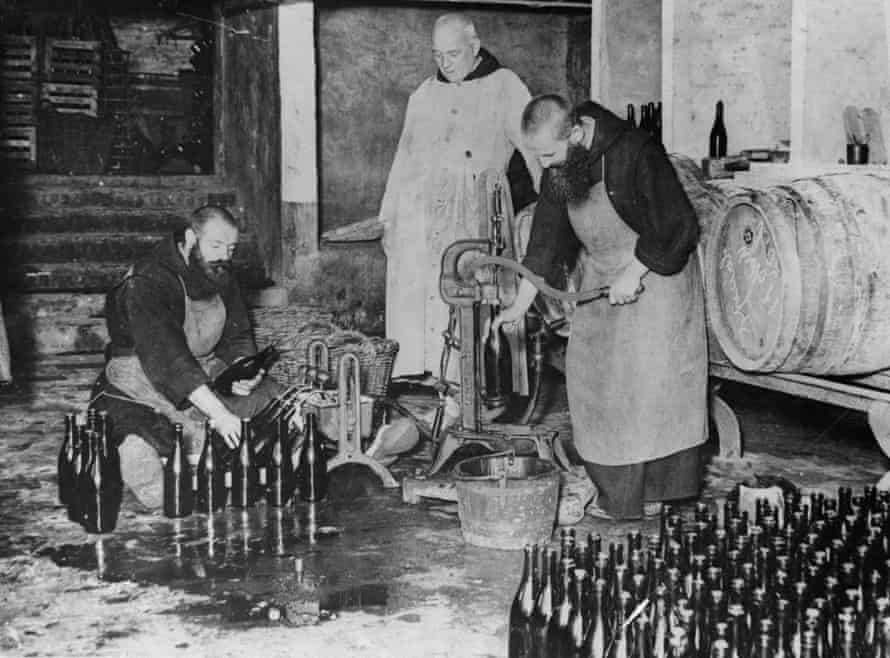 Monks in the bottling room of the brewery in Westvleteren in the early 1900s