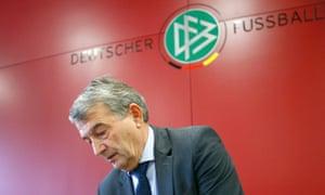 Wolfgang Niersbach has reisgned as president of the German Football Association.