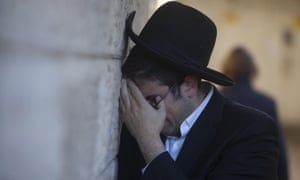 A man during the funeral of Moshe Twersky.