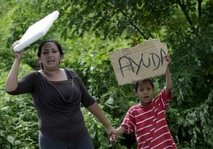Canoa, Ecuador: Local residents hold up a 'Help' sign