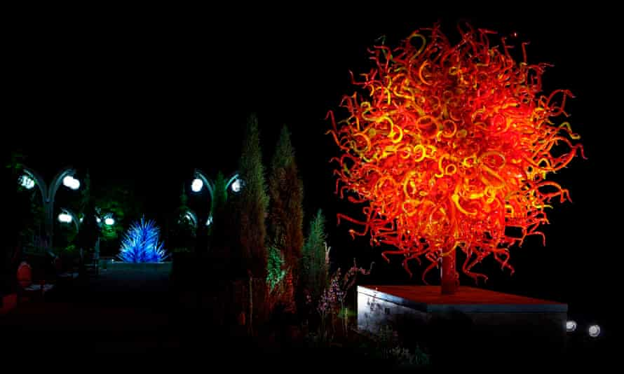 Glass artist Dale Chihuly has created seven sculptures at Maker's Mark distillery.