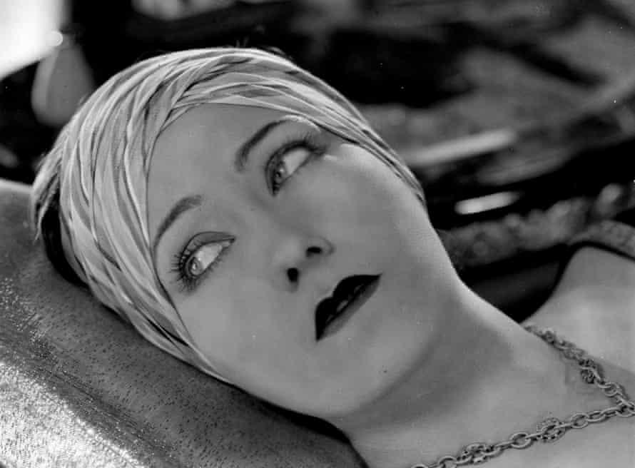 Gloria Swanson circa 1923.