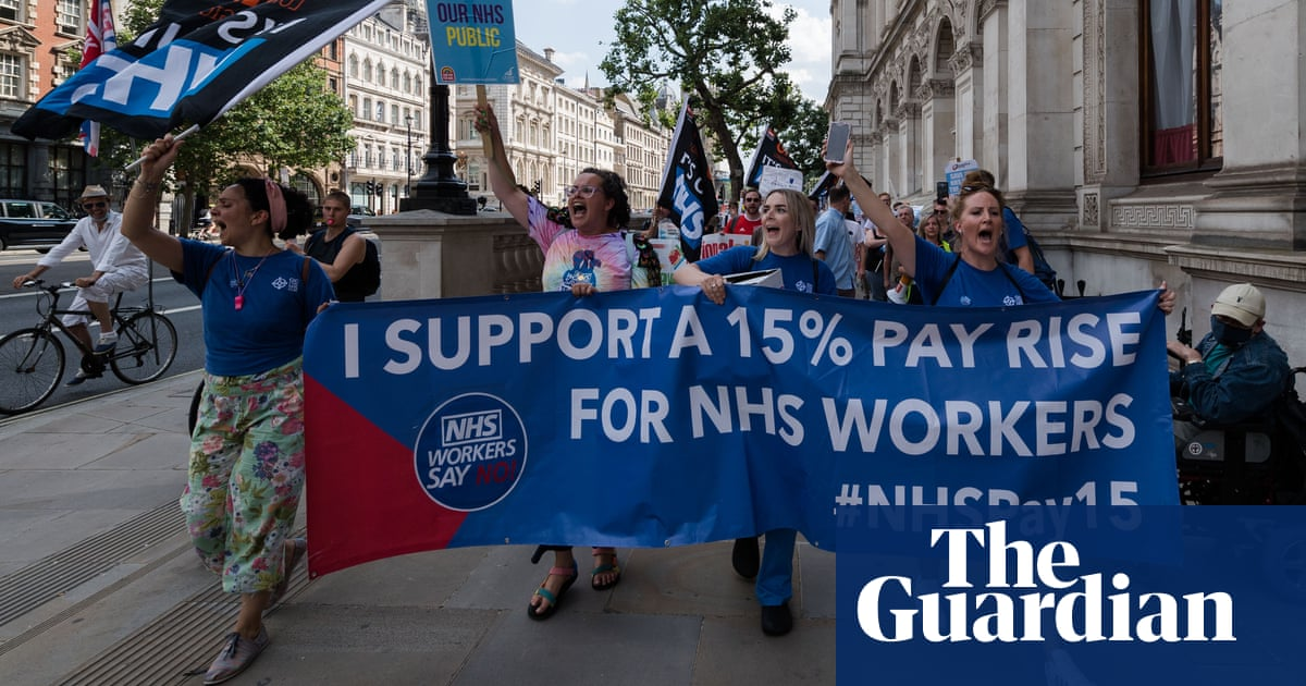 Ministers force NHS England to cover part of 3% staff pay rise