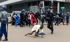 Zimbabwe riot police fire teargas at opposition supporters